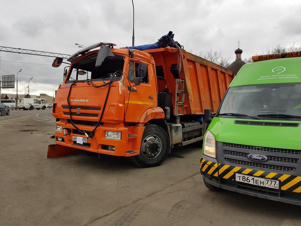 ДТП с участием грузовика и легкового автомобиля