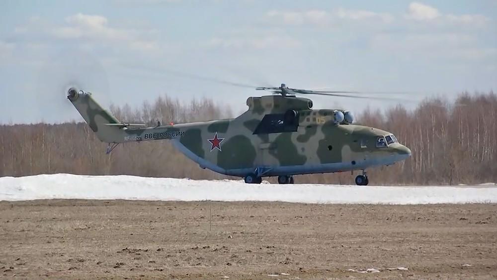 Сверхтяжелый транспортный вертолет Ми-26