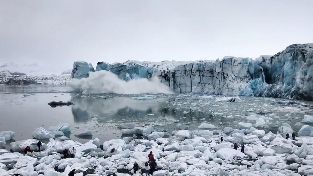 Обрушение части ледника в Исландии