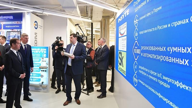 Дмитрий Медведев во время посещения технопарка Morion Digital в Перми