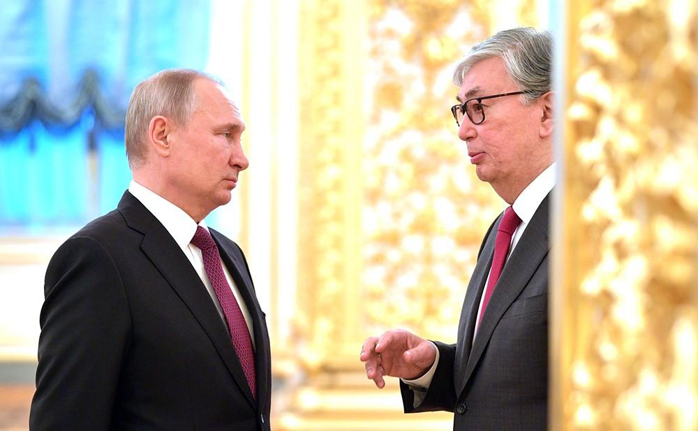 Токаев поздравил Путина с днем рождения