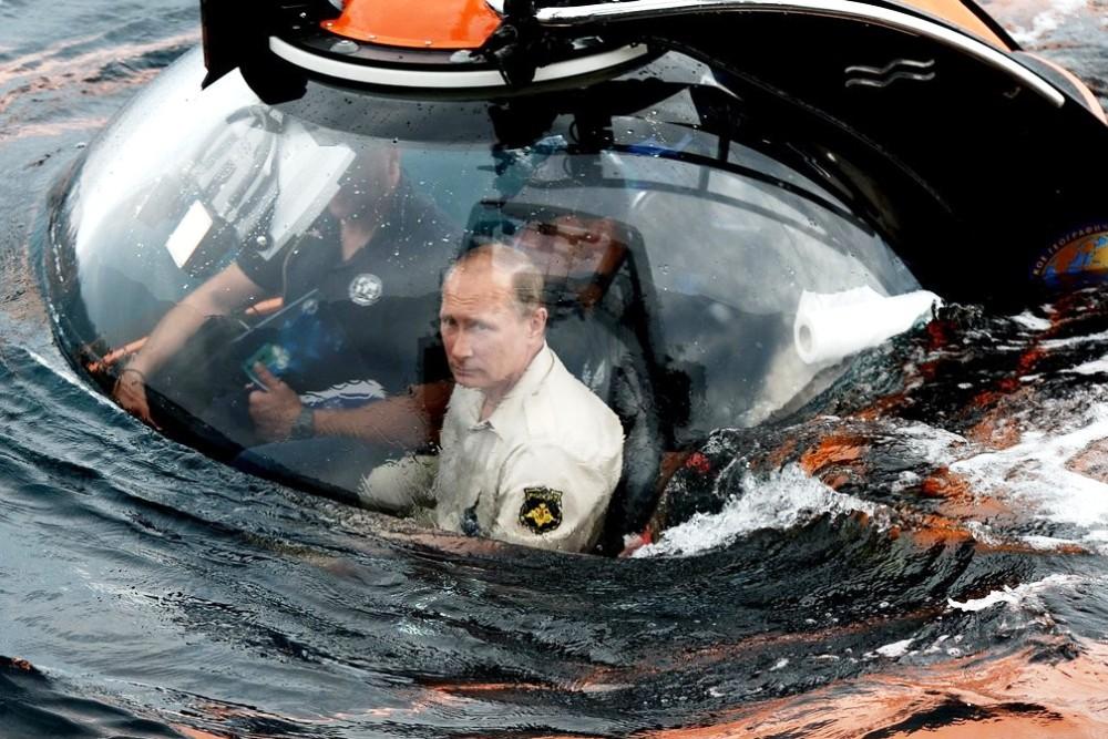 Владимир Путин на борту батискафа