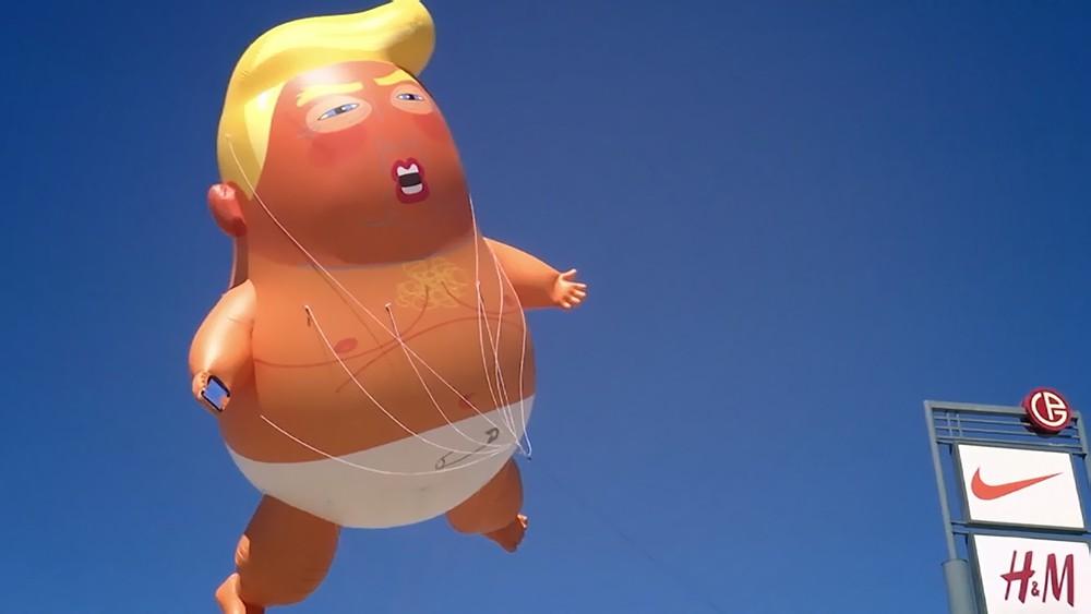 Надувная фигура Дональда Трампа
