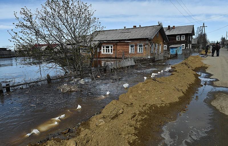 Жилые дома, затопленные в результате паводка