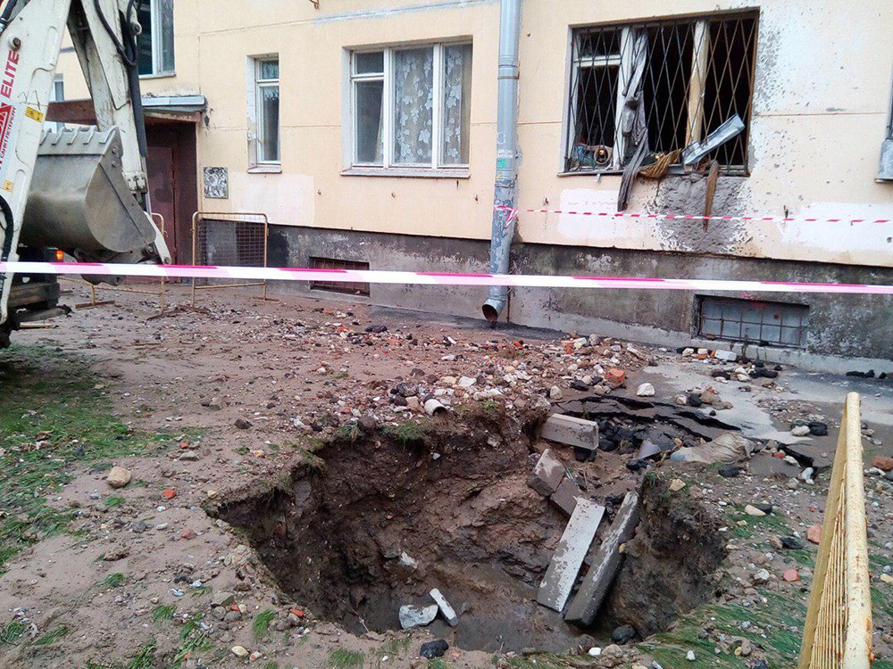 Фото пострадавшей от прорыва трубы квартиры в Санкт-Петербурге
