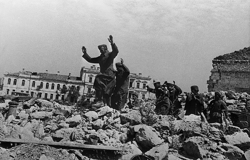 Пленные немецкие солдаты. Оборона Севастополя