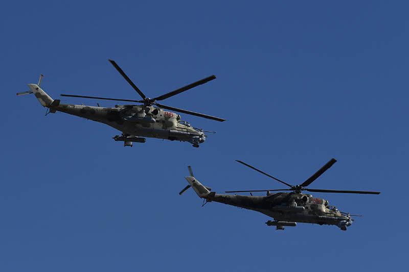 Вертолеты Ми-24 во время репетиции парада Победы
