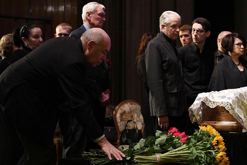 Михаил Швыдкой на церемонии прощания с режиссером Георгием Данелией