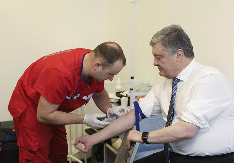 Петр Порошенко сдает анализы