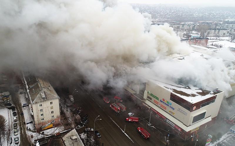 """Пожар в здании торгового центра """"Зимняя вишня"""" в Кемерово"""