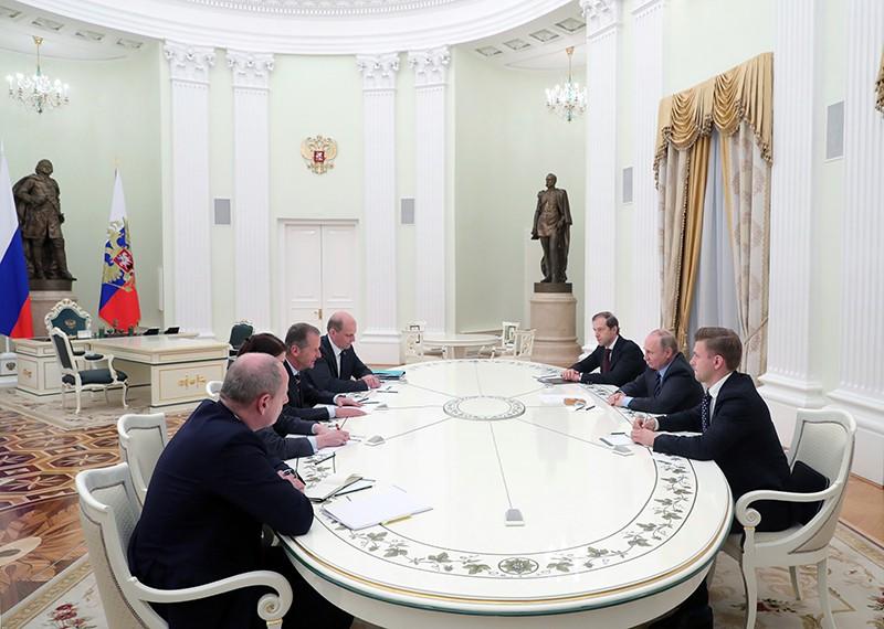 Владимир Путин и генеральный директор автомобильного концерна Volkswagen Group Герберт Дисс