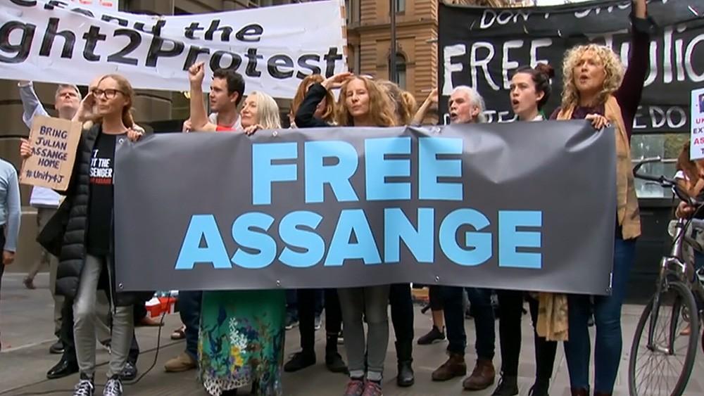 Протесты против задержания Джулиана Ассанжа