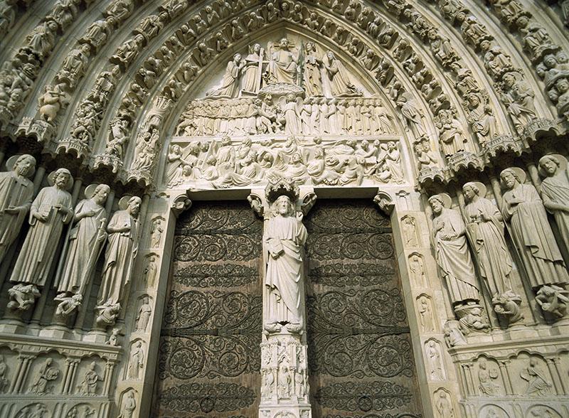 Вход в собор Парижской Богоматери