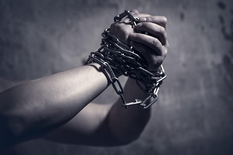 Руки в цепях