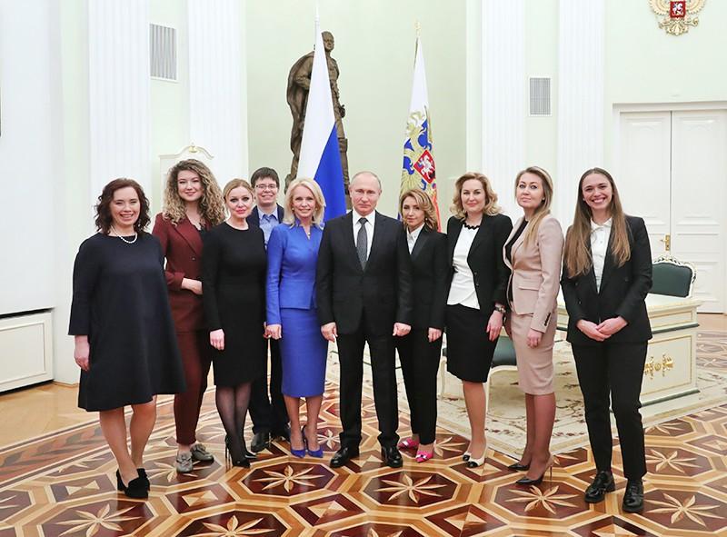 Владимир Путин во время встречи с выпускниками второго потока программы развития управленческого кадрового резерва