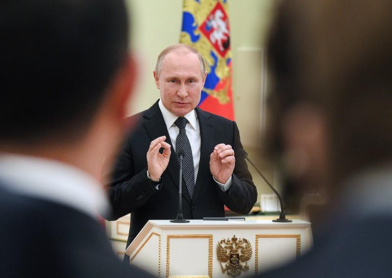 Владимир Путин проводит встречу