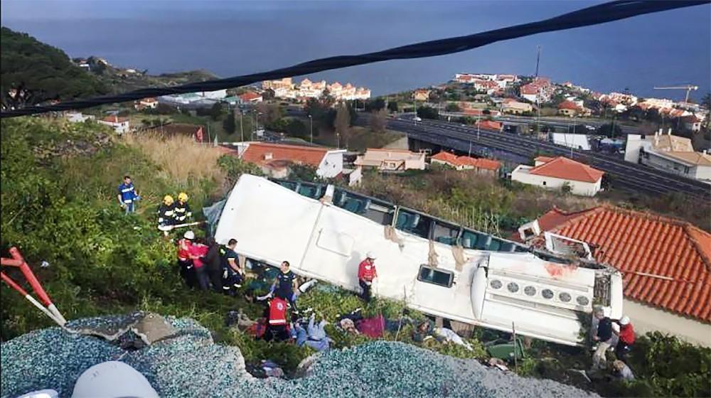 Последствия ДТП с участием туристического автобуса на острове Мадейра
