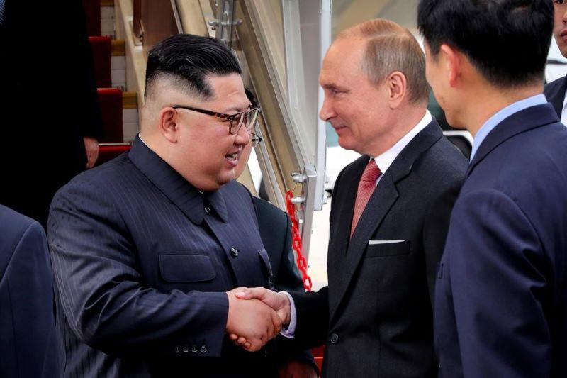 Коллаж: Владимир Путин и Ким Чен Ын
