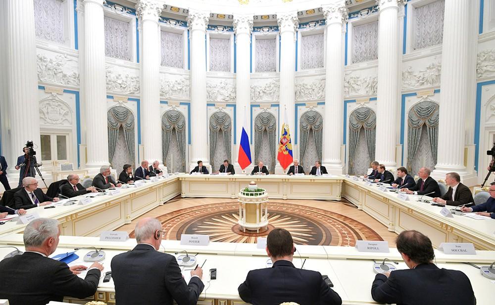 Владимир Путин на встрече с представителями деловых кругов Франции