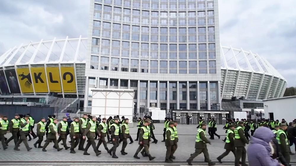 Украинская полиция возле стадиона Олимпийский в Киеве