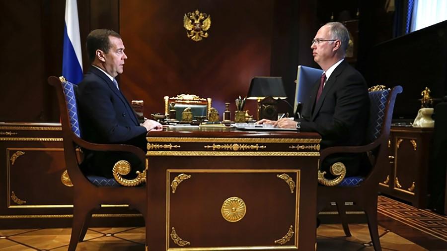 Дмитрий Медведев и гендиректор Российского фонда прямых инвестиций Кирилл Дмитриев
