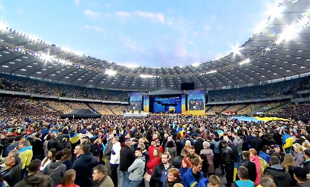 Зрители во время дебатов Петра Порошенко и Владимира Зеленского