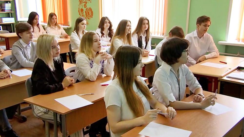 """Финалисты конкурса """"Лидеры России"""" проводят мастер-классы для школьников"""