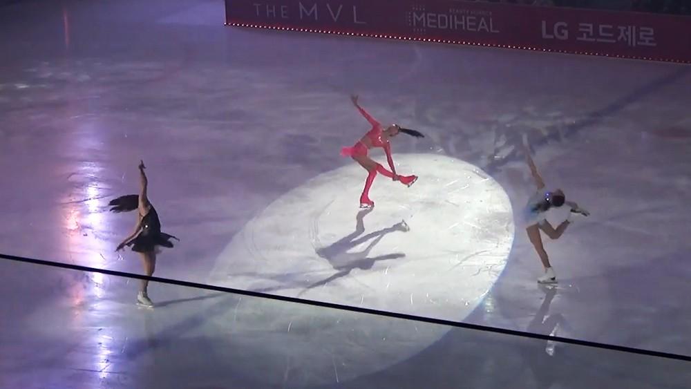 Евгения Медведева на выступлении в Южной Корее