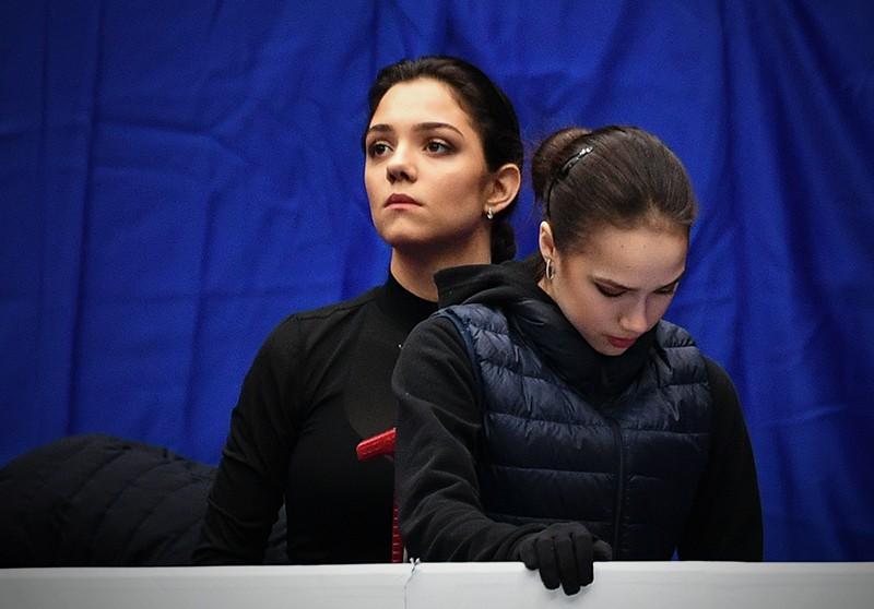 Фигуристки Евгения Медведева и Алина Загитова