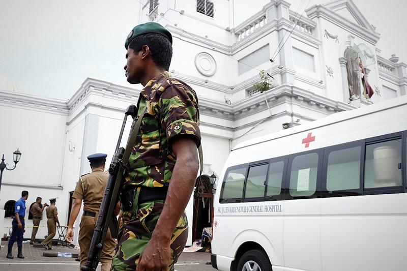 Последствия взрыва в храме на Шри-Ланке