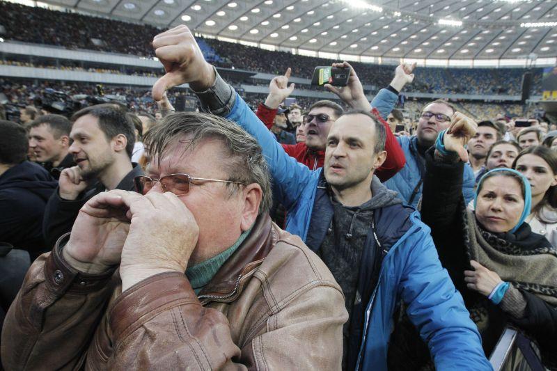 Зрители на дебатах между Порошенко и Зеленским