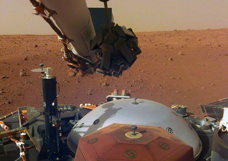 Спускаемый аппарат Mars InSight на поверхности планеты Марс