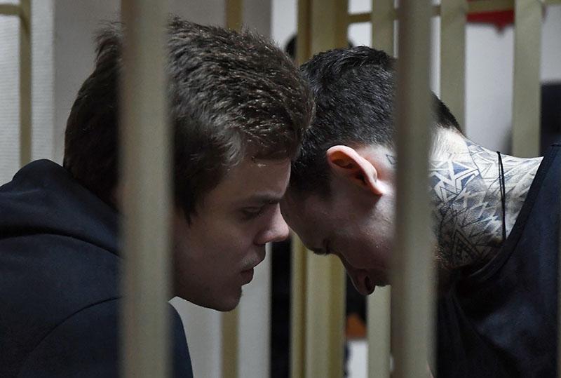 Футболисты Павел Мамаев (справа) и Александр Кокорин