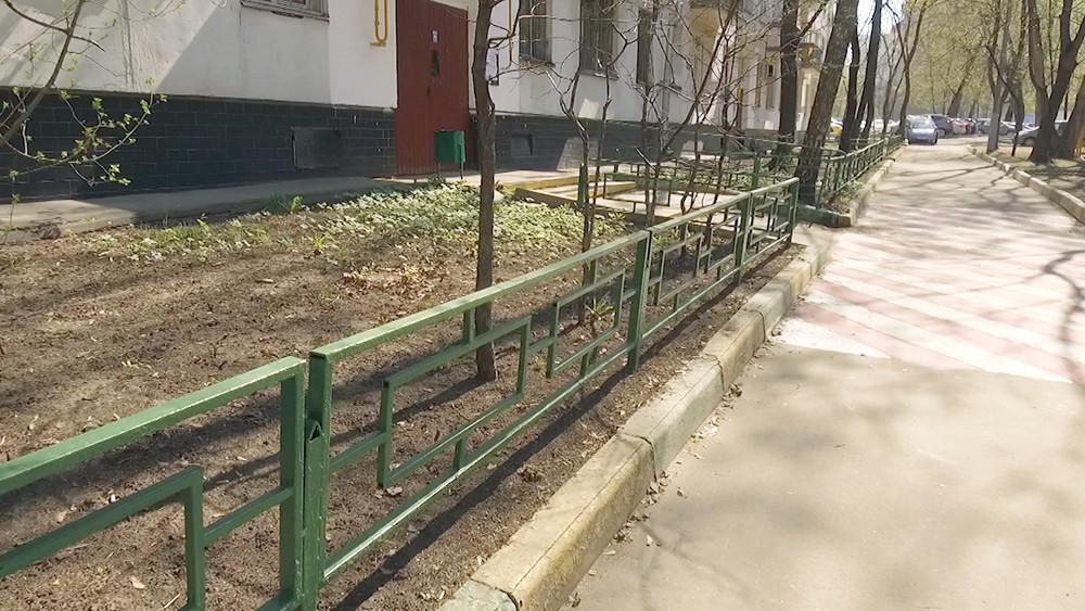 Ограда у дома