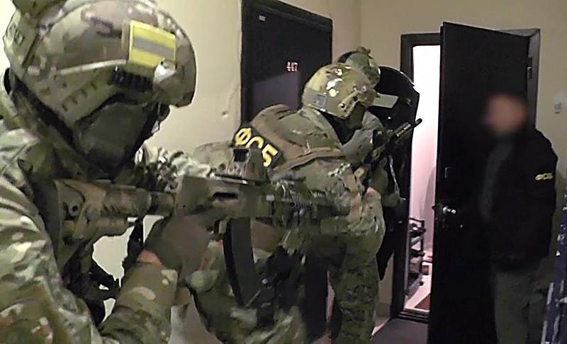 Сотрудники ФСБ России во время задержания