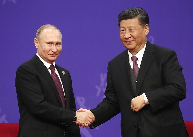 Владимир Путин и  Си Цзиньпин во время встречи