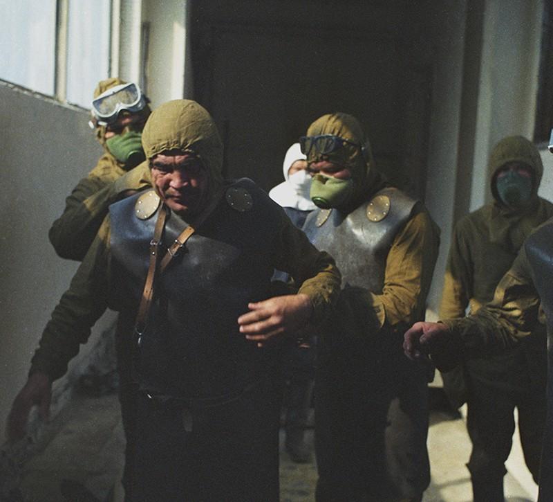 Группа специалистов готовится к выходу на самый опасный участок Чернобыльской АЭС - очистка (дезактивация) кровли