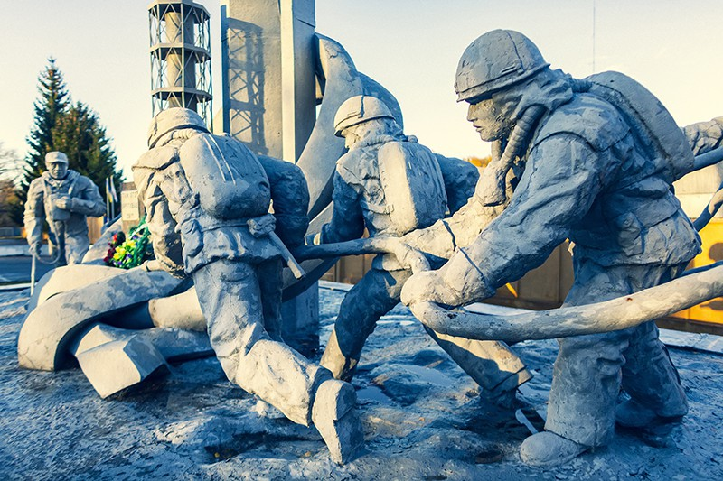"""Памятник ликвидаторам Чернобыля """"Тем, кто спас мир"""""""