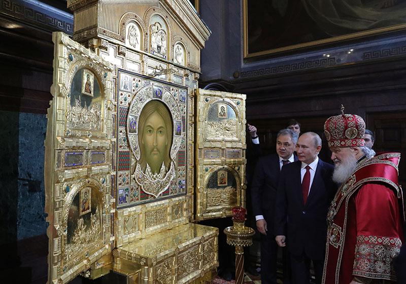 Владимир Путин на пасхальном богослужении в храме Христа Спасителя