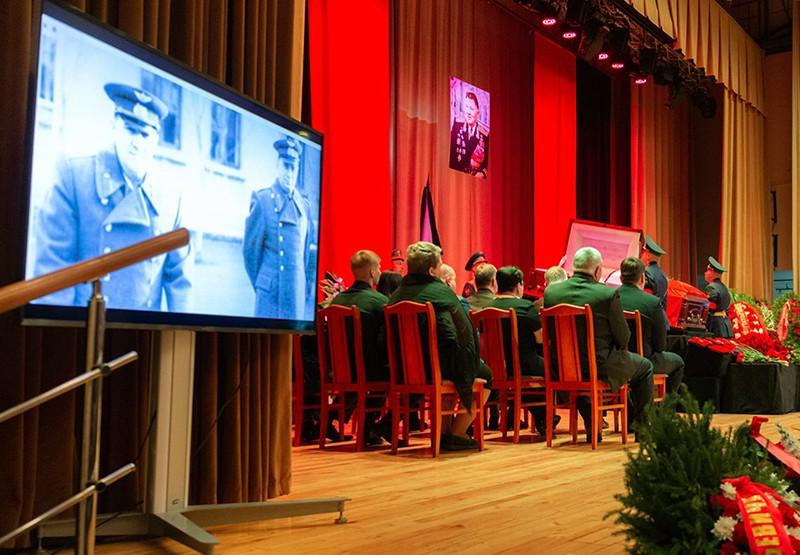 Церемония прощания с Вячеславом Михайловым