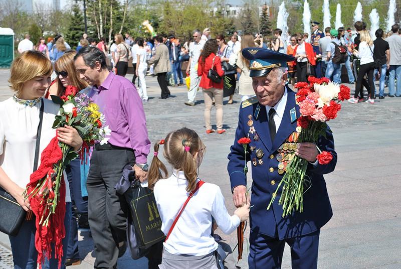 Ветеран войны в парке в День Победы