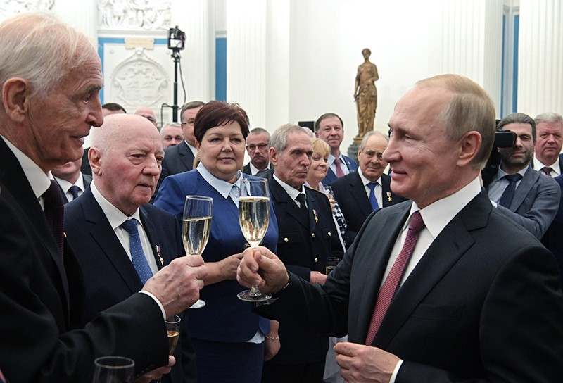 """Владимир Путин после церемонии вручения медалей """"Герой Труда"""""""