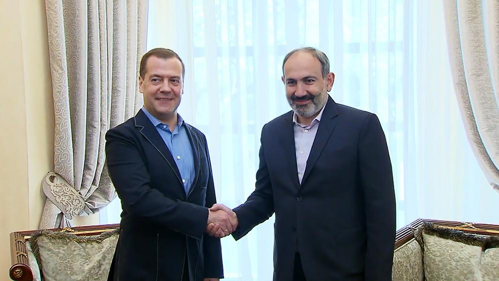 Дмитрий Медведев и Никол Пашинян