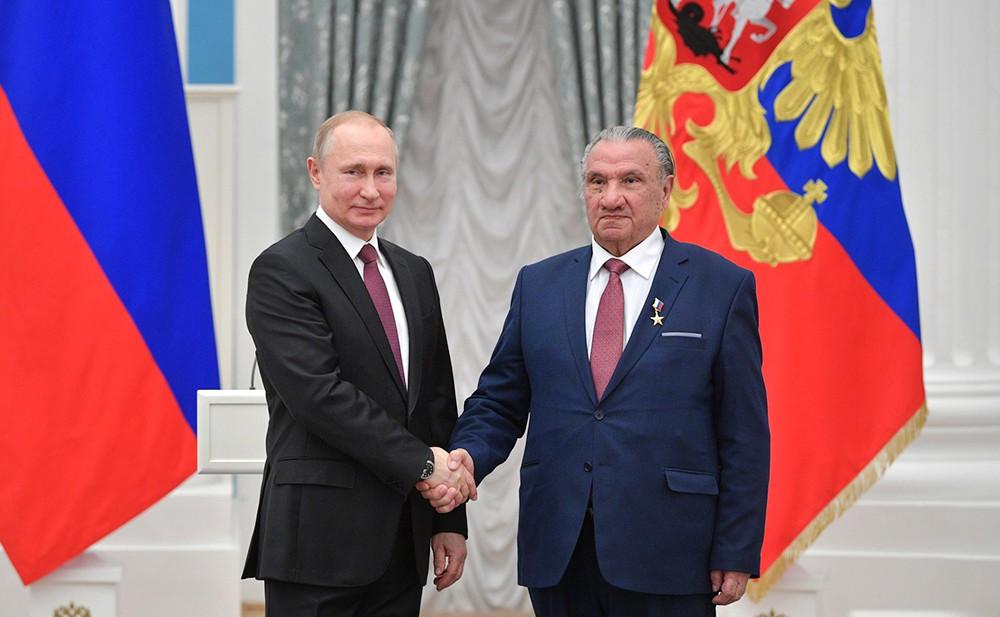 Владимир Путин и писатель Исхак Машбашев