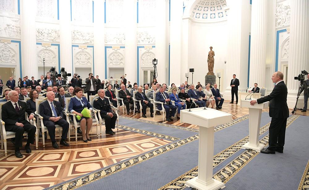"""Церемония вручения медалей """"Героя Труда"""""""