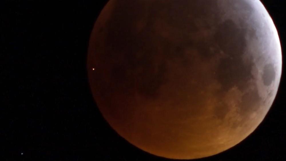 Cтолкновение метеорита с Луной