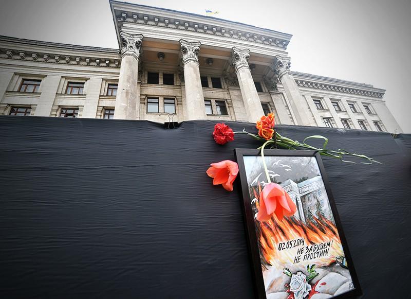 Здание Дома профсоюзов в Одессе, возле которого проходит акция памяти по погибшим 2 мая 2014 года в результате беспорядков