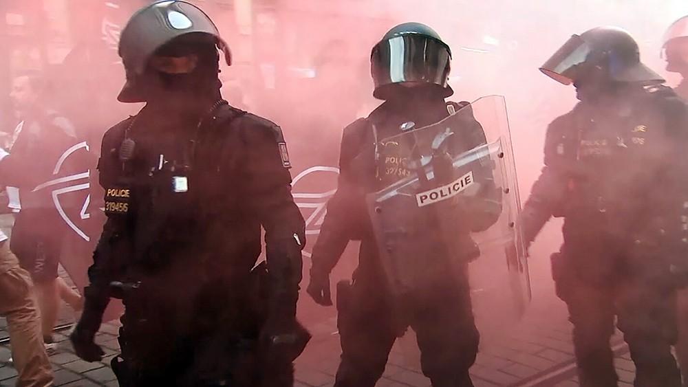 Полиция Чехии во время уличных протестов