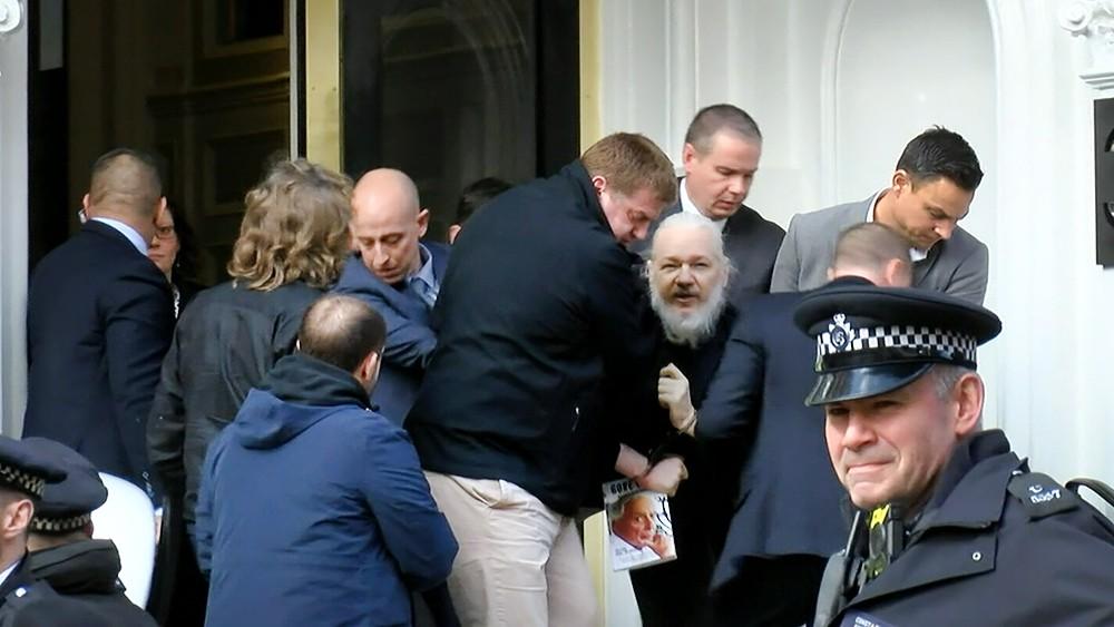 Задержание Джулиана Ассанжа