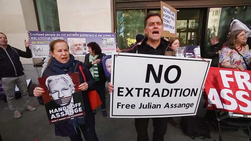 Митинг за освобождение Джулиана Ассанжа